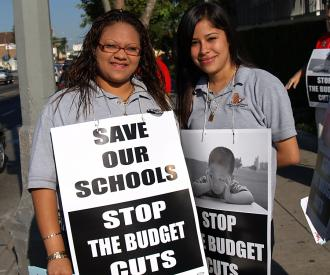 Students came out on picket lines to support the UTLA's one-hour job action June 6 to protest billions of dollars in planned budget cuts (Sarah Knopp | SW)