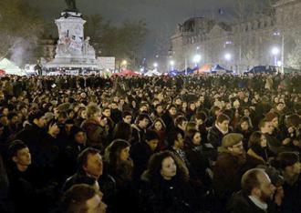 A Nuit Debout protest fills the streets of Paris (Nicholas Vigier)