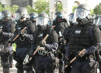 Police protect the 2008 Republican National Convention from protesters (Dan Patterson)