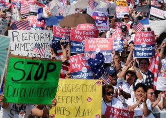 Thousands of people rally in Washington, D.C., in support of immigration reform (Lloyd Wolf | SEIU)