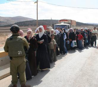 Thousands line up and wait for the Beit Furik checkpoint in the West Bank to reopen