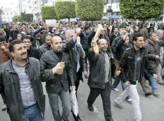 Tunisians march in Tunis for bread and an end to the reign of a dictator (Nasser Nouri)