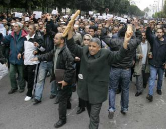 Tunisian protesters on the march in the capital of Tunis (Nasser Nouri)