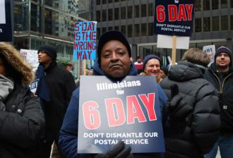 Postal workers rally against cuts in Chicago (Carole Ramsden | SW)
