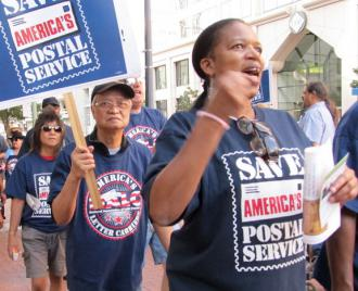 Postal workers protest proposed cuts during a nationwide day of action (Marilyn Bechtel)