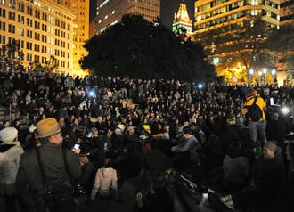 Occupy participants hold a General Assembly in the reclaimed Oscar Grant Plaza (EKA Photography)