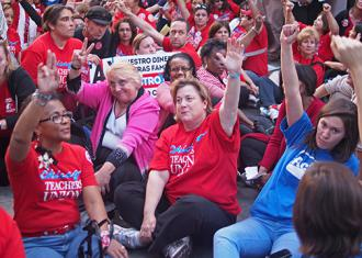 Chicago's teachers show their unity during a sit-in (Bartosz Brzezinski)
