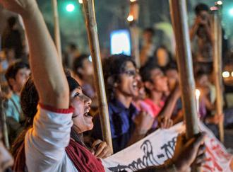 Protesters fill Shahbag Sqaure in Dhaka (Mehdi Hasan Khan)