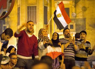 Protesters crowd Tahrir Square to oppose Morsi's power grab