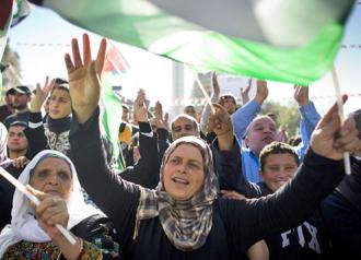 Palestinians in Ramallah celebrate the UN vote on observer status (Oren Ziv)