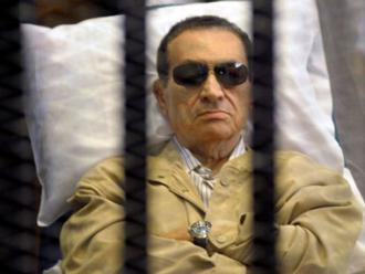 Mubarak in the courtroom