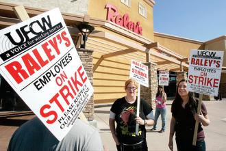 UFCW members on strike outside Raley's