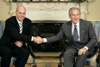 Swedish Prime Minister Fredrik Reinfeldt meets with George W. Bush in May 2007 (Eric Draper)