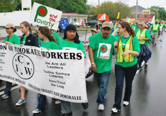 Members of the Coalition of Immokalee Workers and student supporters lead a freedom march of hundreds (Jeff Weinberger)