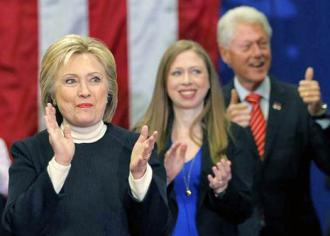 The Clinton clan arrives at a New Hampshire rally