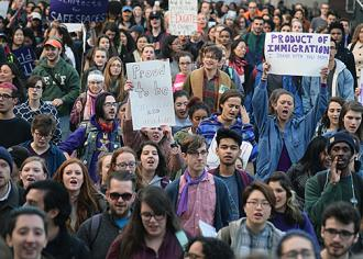 Students at Syracuse University walk out en masse to demand a sanctuary campus (Sam Ogozalek | The Daily Orange)