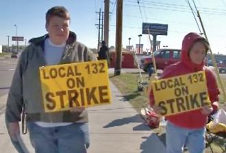 Hostess workers on the picket line in Columbus, Ind.