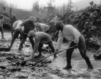 Prisoners of a Soviet labor camp build a road in Kolyma (Tomasz Kizny)