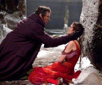 Hugh Jackman and Anne Hathaway in Les Misérables