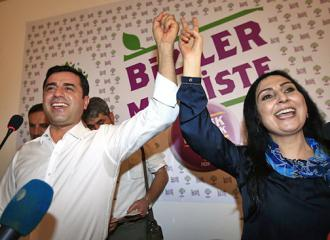 Co-chairs of the HDP Selahattin Demirtaş (left) and Figen Yüksekdağ
