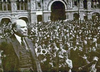 The Russian revolutionary Lenin speaks to a mass demonstration in 1917 (Albert Rhys Williams)