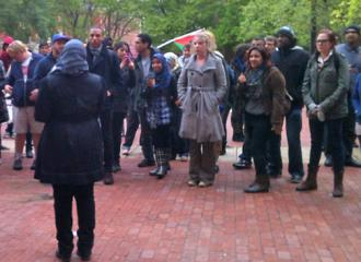 Several hundred people gathered to protest the Islamophobes at Temple University (Neha Sobti | SW)