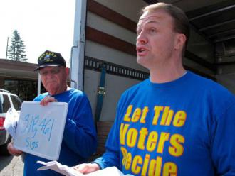 Right-winger Tim Eyman rallies support for his anti-tax Initiative 1185