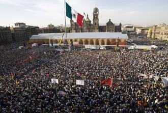 Mass rally against oil privatization in Mexico City's main square (Fernando Castillo | AFP)