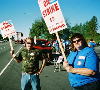 Don Grinde (left) on the Boeing picket line (Chris Mobley | SW)