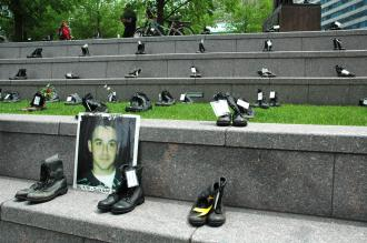 Combat boots set out as a tribute at the Chicago antiwar Memorial Day event (Eric Ruder | SW)