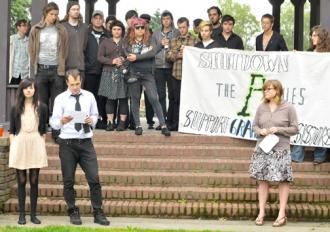 Supporters stand in solidarity with two activists resisting a grand jury summons (Committee Against Political Repression)