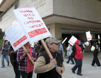 NUHW members picket outside California Pacific Medical Center