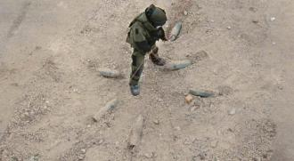 A bomb technician finds a set of linked IEDs in The Hurt Locker