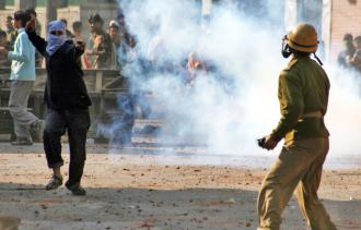 Kashmir activists clash with Indian security forces. (Abid Bhat | flickr)