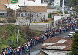 Lines outside supermarkets in Venezuela have grown longer