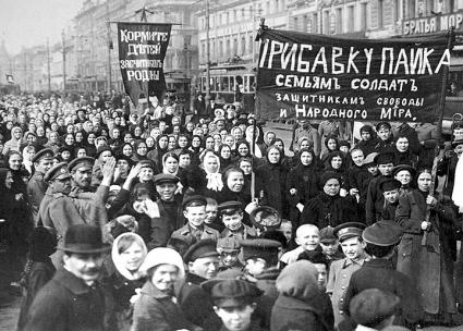 Workers in the streets of Petrograd to demand an end to the war during the February Revolution (Wikimedia Commons)