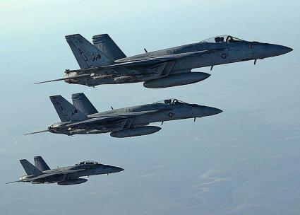 U.S. fighter jets return from an air strike against Islamic State in Iraq and Syria targets (Sgt. Shawn Nickel | Wikimedia Commons)