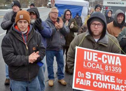 Striking workers at Momentive Performance Materials rally on the picket line (CWA Local 1101)