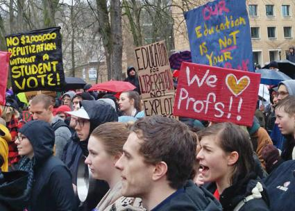 Students come out to show support for the faculty before a strike vote in 2014 (PSU-AAUP)
