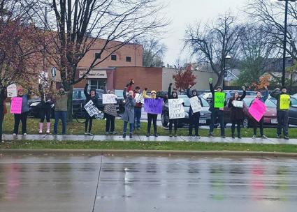 Supporters of reproductive rights protest a fake clinic in Madison (ISO-Madison)