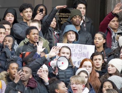 High school students rally against gun violence in Minneapolis (Fibonacci Blue   flickr)
