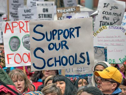 Striking teachers and community members rally to defend public education in Chicago (Joe Brusky | flickr)