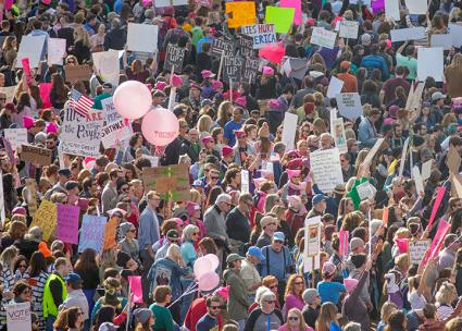 Thousands take to the streets of Nashville, Tennessee, for the 2018 Women's March (Tabitha Kaylee Hawk | flickr)