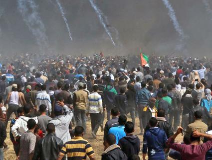 Tear gas canisters rain down on Palestinian protesters during Land Day demonstrations (Yasser Fathi Qudih)