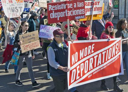 Protesters take to the streets to protest deportations in Minneapolis (Fibonacci Blue | flickr)