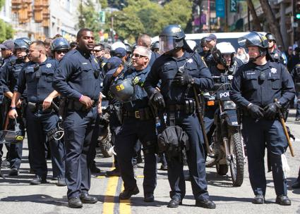 Berkeley police on the streets during protests against the alt-right (Thomas Hawk | flickr)