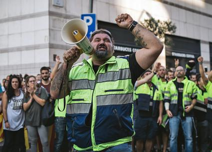 Dockworkers strike against Spanish state repression in Catalonia (Sasha Popovic | flickr)