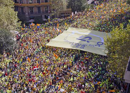 Thousands pour into the streets of Barcelona to demand Catalonian independence (Assemblea.cat | flickr)