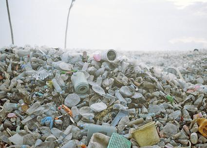 Mountains of plastic debris wash up on the shores of the Maldives in the Indian Ocean (Dying Regime | flickr)