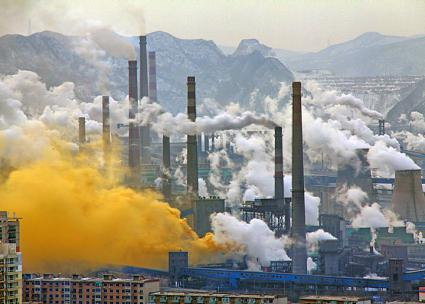 A steel mill in China's Liaoning province (Andreas Habich | Wikimedia Commons)